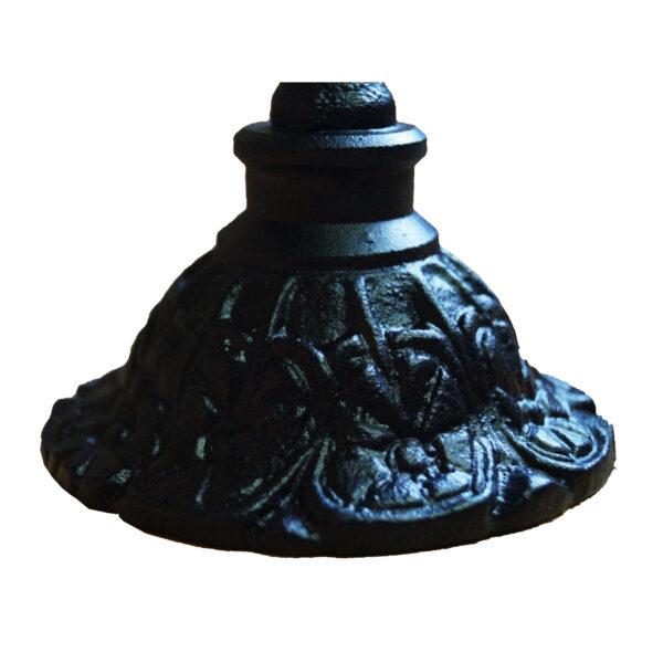 Mittelalterlicher Kerzenständer aus Gusseisen