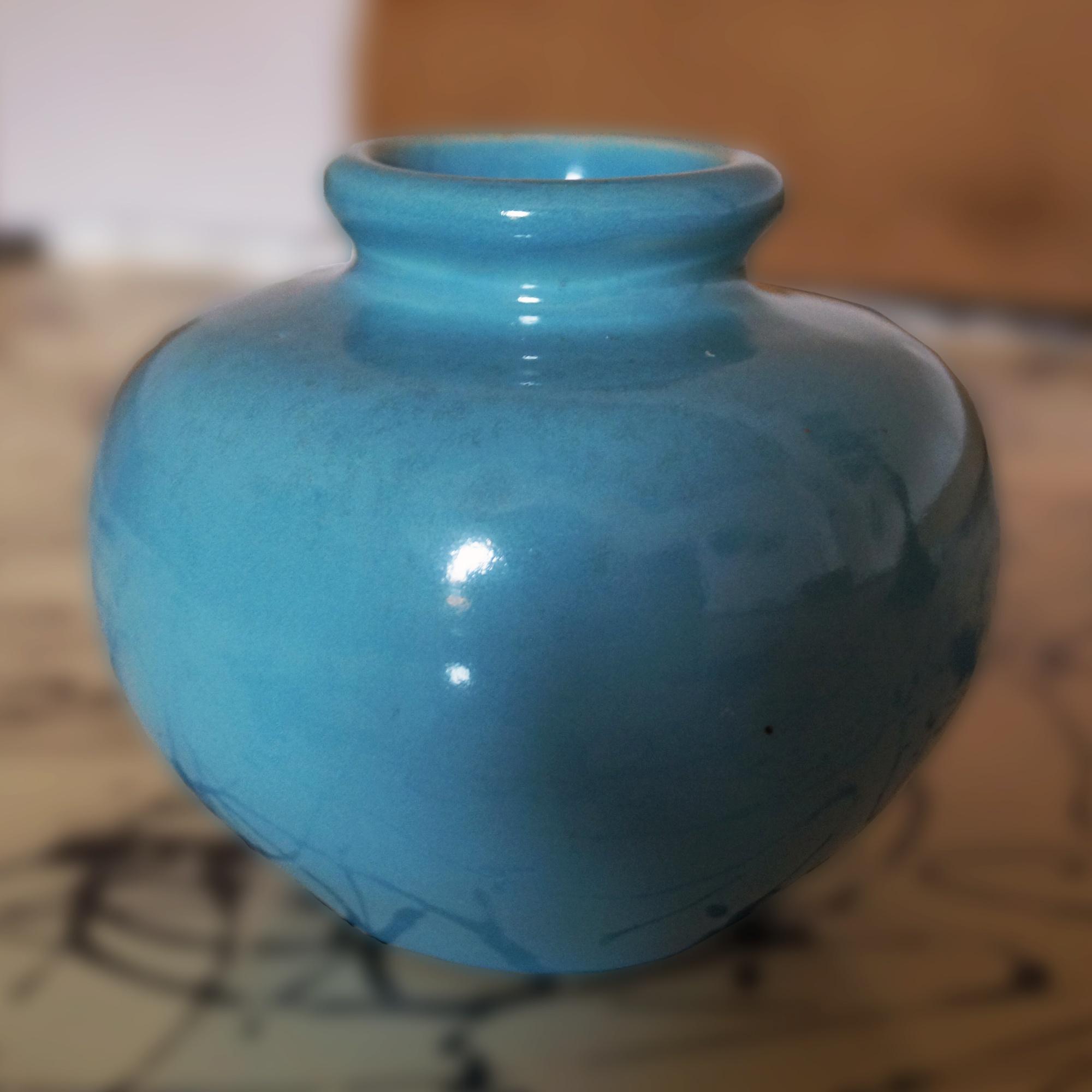 Hellblaue Vase aus Keramik