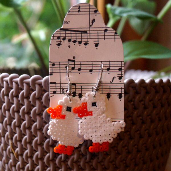 Ohrringe aus Bügelperlen, Selbstgemachter Schmuck im Enten-Motiv