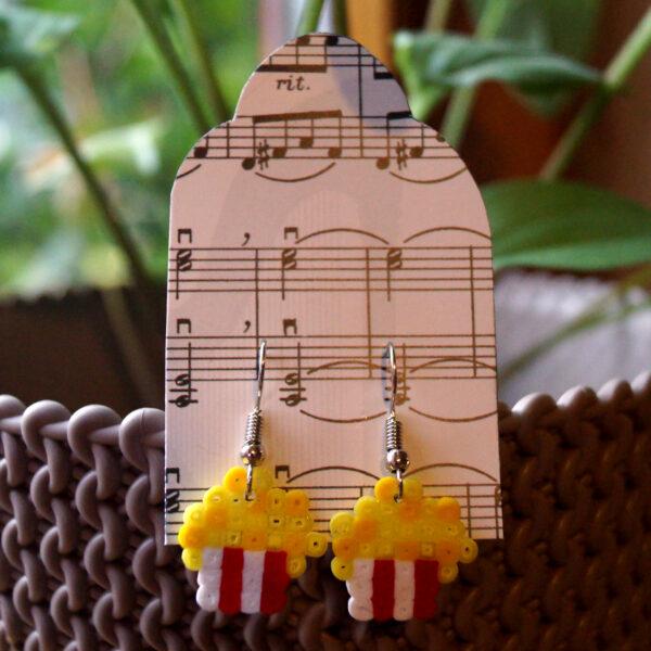Ohrringe aus Bügelperlen, Selbstgemachter Schmuck im Popcorn-Motiv
